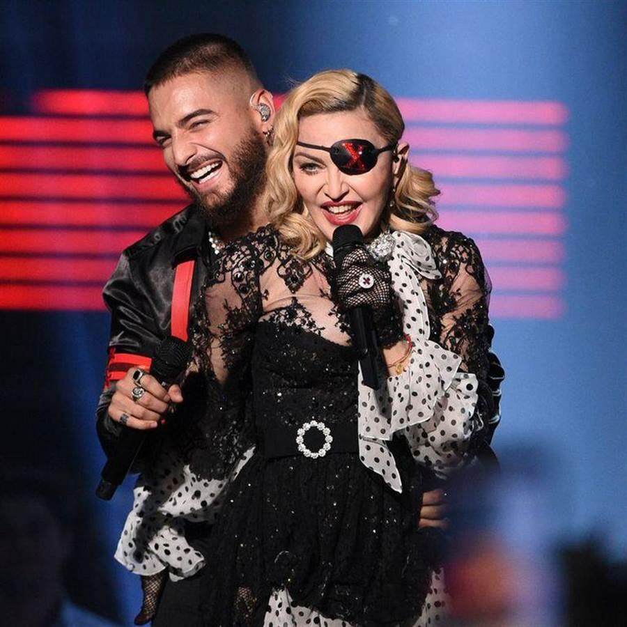 瑪丹娜(右)與馬路馬合唱新歌。(翻攝自網路)