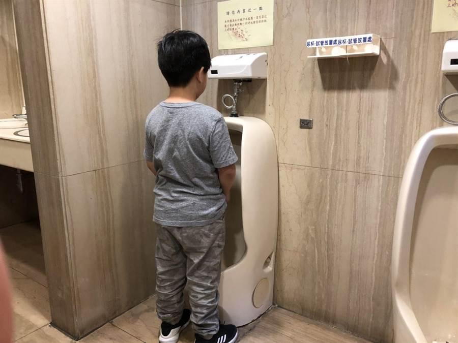 3至6歲幼童常出現不自覺抓下體的狀況,進而導致局部感染。(書田診所提供)
