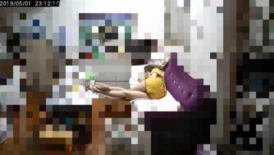妹妹美腿讓網友暴動!(圖片取自/爆廢公社)