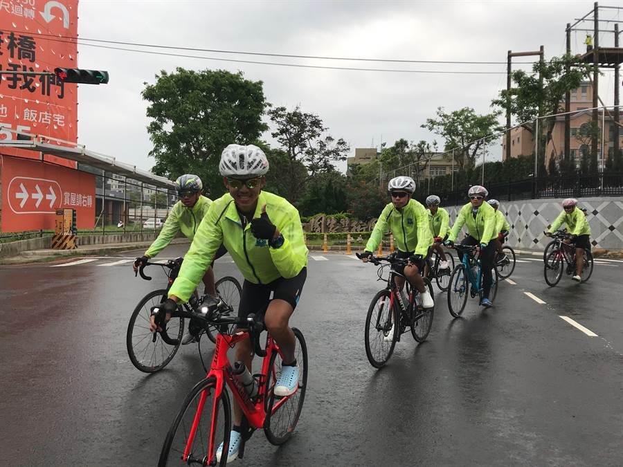 263位康橋國際學校新店秀岡校區10年級學生,上月22日展開為期12天的勇騎環島壯遊台灣活動。(陳育賢攝)