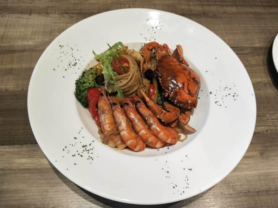 鮮蝦紅蟳義大利麵。(陳淑娥攝)
