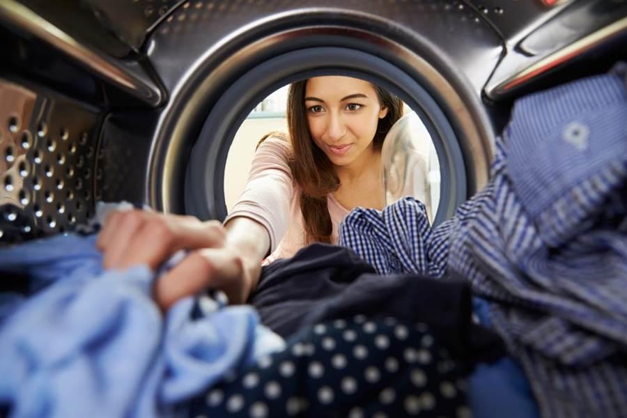 人妻洗衣驚見老公巨寶!萬人笑瘋。(示意圖/達志影像)