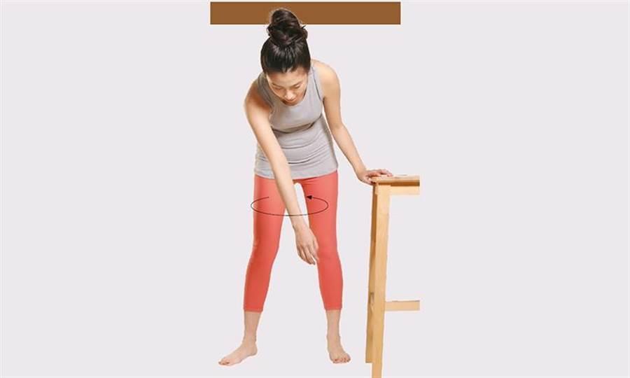 五十肩的復健運動,鐘擺運動。