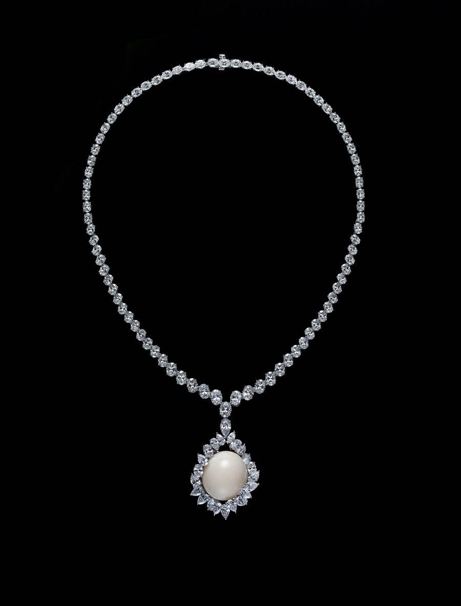 MIKIMOTO頂級珠寶展要價最高的Horse Conch 孔克珍珠鑽石墜鍊,3100萬元。(MIKIMOTO提供)