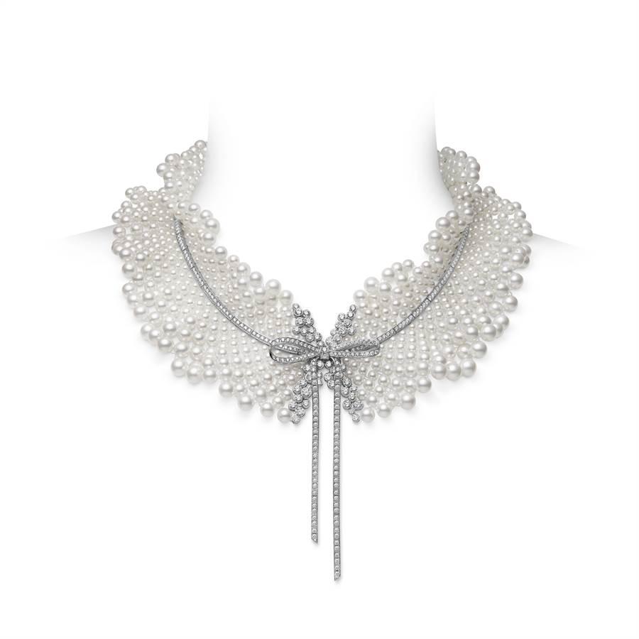 MIKIMOTO「 Jeux de Rubans」頂級珠寶Akoya珍珠鑽石荷葉領項鍊,約670萬元。(MIKIMOTO提供)