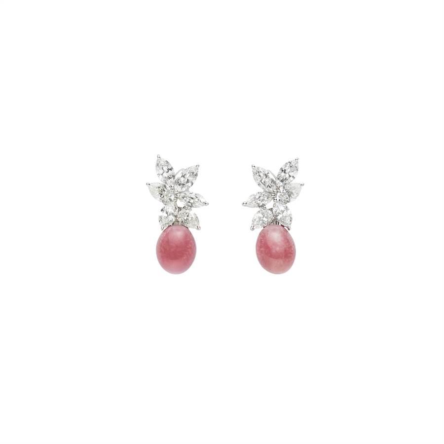 MIKIMOTO Natural Pearl頂級珠寶系列Queen Conch孔克珍珠鑽石耳環,約400萬元。(MIKIMOTO提供)
