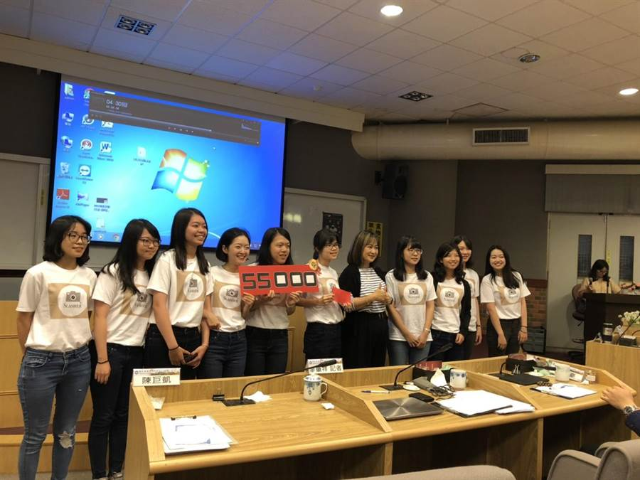 暨大學務處諮商中心舉辦圓夢計畫PK大會,經過激烈競爭,最後由「斜槓攝影師」團隊獲得首獎。(廖肇祥攝)