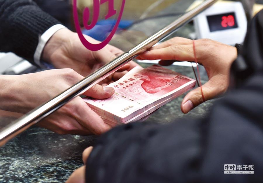 銀行理專冒用客戶印鑑提領存款、贖回基金或轉換保單,銀行已有方式「破解」五大犯罪手法。圖/本報資料照片