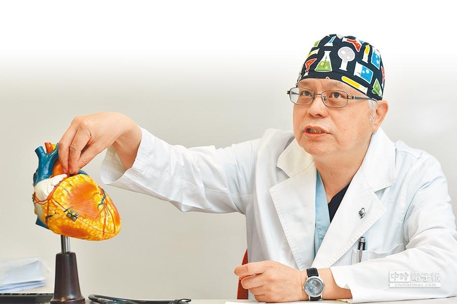 振興醫院心臟醫學中心主任張忠毅表示,主動脈瓣膜狹窄症狀類似其他心血管疾病或肺部疾病,若未警覺,病情容易急轉直下。(魏怡嘉攝)
