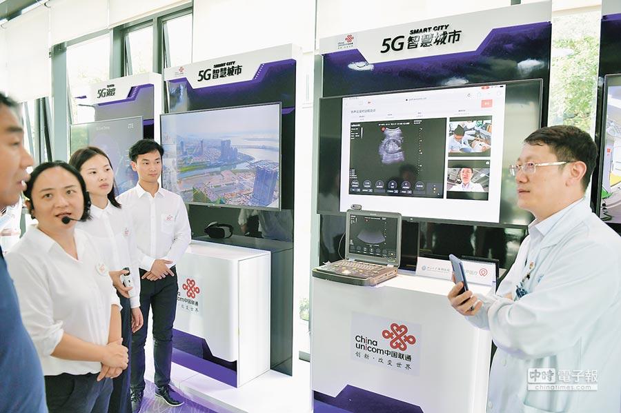 大陸在廣東成立5G產業聯盟。圖為4月25日,媒體採訪團參觀廣東自貿區,體驗5G全覆蓋。 (中新社)
