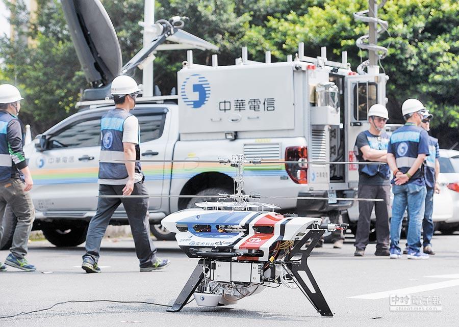 4月23日,台灣5G產業發展聯盟舉辦年度大會,展示5G相關應用無人機基地台。(本報系資料照片)