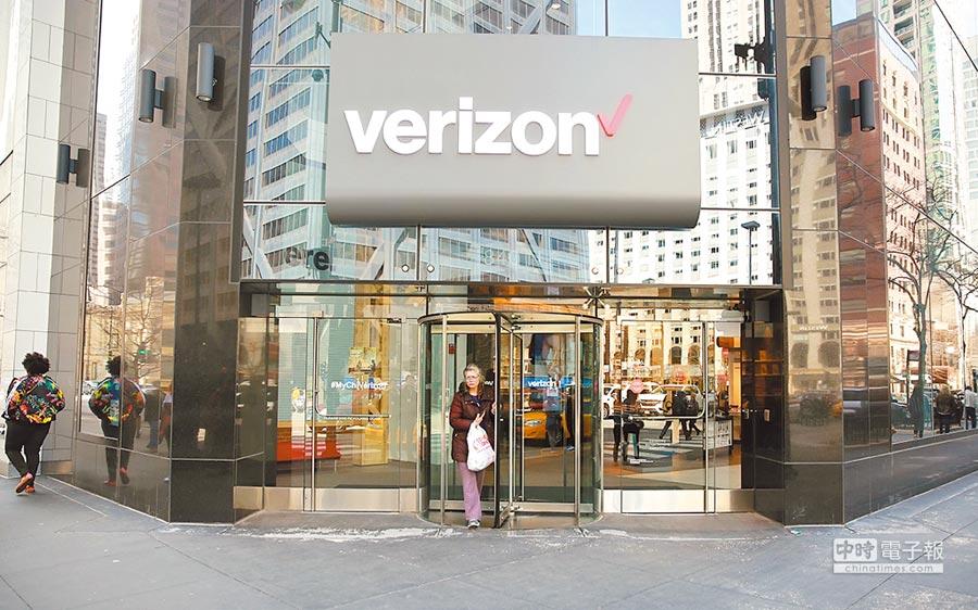 美國電信龍頭威瑞森將開啟5G網路服務,圖為4月8日在美國芝加哥的一家威瑞森商店。(新華社)