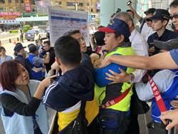 長榮空服員控桃勞動局為虎作倀 爆肢體衝突