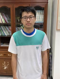 竹山高中林崧瑜錄取國防醫學系 藥師變醫師