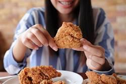 好噁心! 訂外送炸雞驚見雞腦 她投訴業者辯:應是雞腎