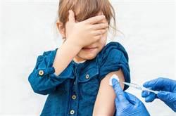 男童抽血邊哭邊激勵自己 超萌反應讓網笑翻:好可愛!