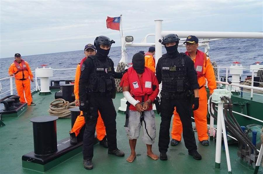 海巡署特勤隊緊急出動,成功營救人質,逮捕血案凶嫌。(本報系資料照/海巡署提供)