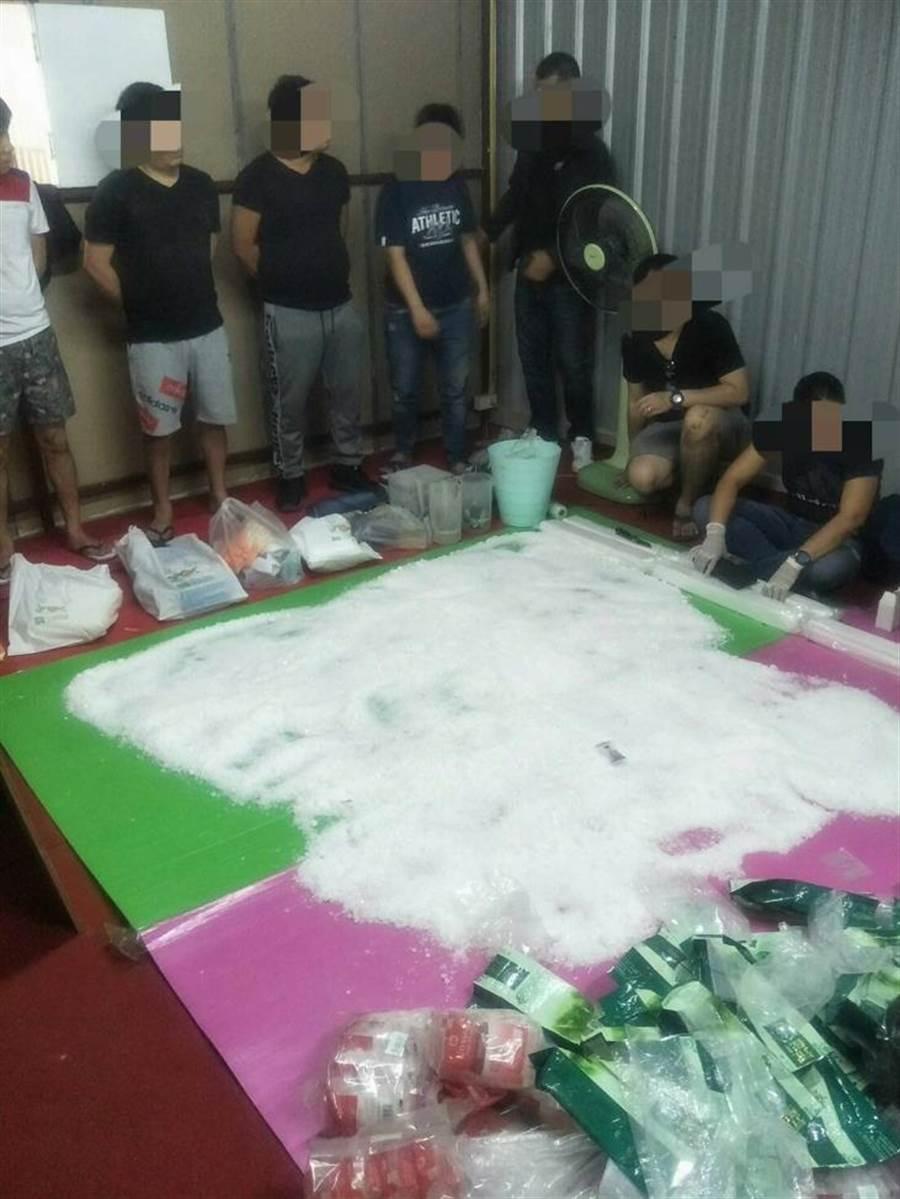 法務部調查局與泰國緝毒局、美國緝毒局共同合作於泰國清邁地區倉庫內緝獲52公斤愷他命毒品,該毒品擬裝入音箱運回台灣。(調查局提供)