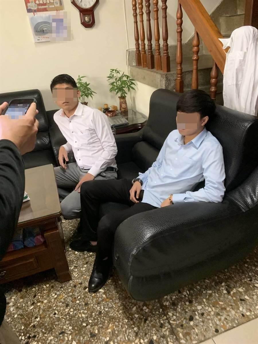 2名自称礼仪社人员诓称可帮忙高价销售灵骨塔位,遭警查出诈骗手法。