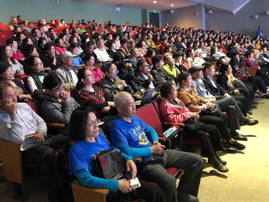 首日八百位聽眾中,有近五百人來自對岸和海外各地。(李金生攝)