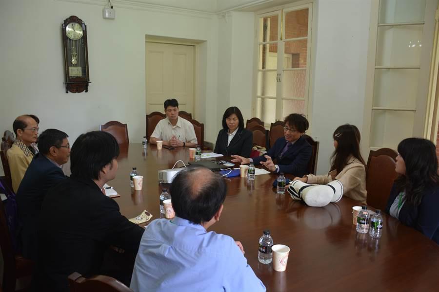日本三重大學與真理大學洽談雙方交換生計畫。(真理大學提供)