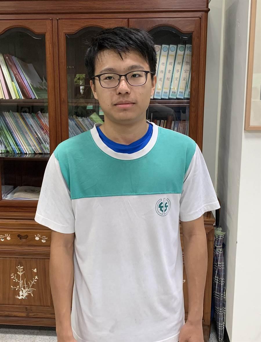 竹山高中林崧瑜,錄取國防醫學系。(廖志晃攝)