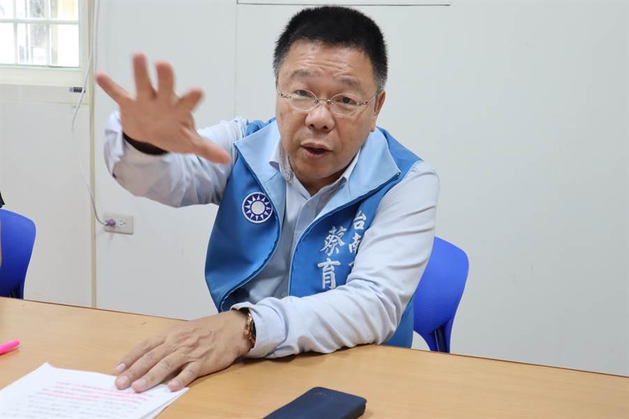 台南市議員蔡育輝積極評估參加台南第1選區立委選舉,5月底前會宣布答案。(劉秀芬攝)