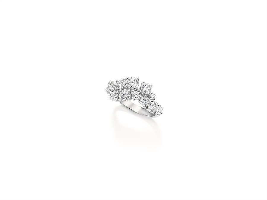 海瑞溫斯頓Sparkling Cluster絢漪錦簇系列鑽石戒指。(Harry Winston提供)