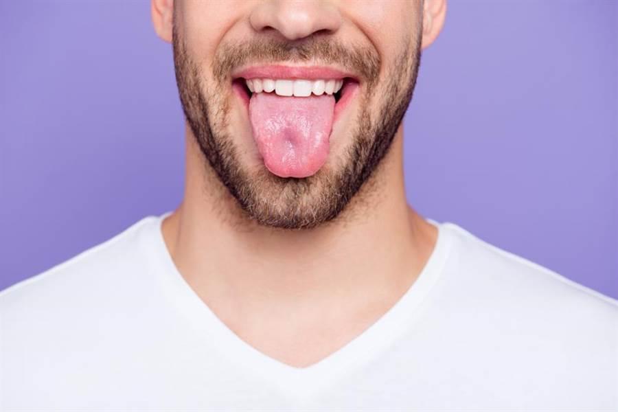 破紀錄的超長舌頭! 尼泊爾男子竟能自舔額頭嚇壞小孩(示意圖/達志影像)
