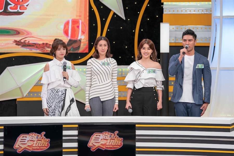 羅平(右起)、小嫻、楊晴、Dora日前一起上節目錄影。(圖片提供:TVBS)