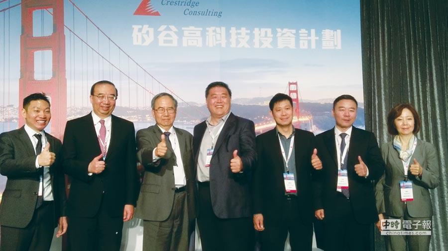 美國智鼎公司總裁范欽華(左三)、亞太區總裁顧瑋(右一)及與會演講貴賓合影。圖/陳昌博