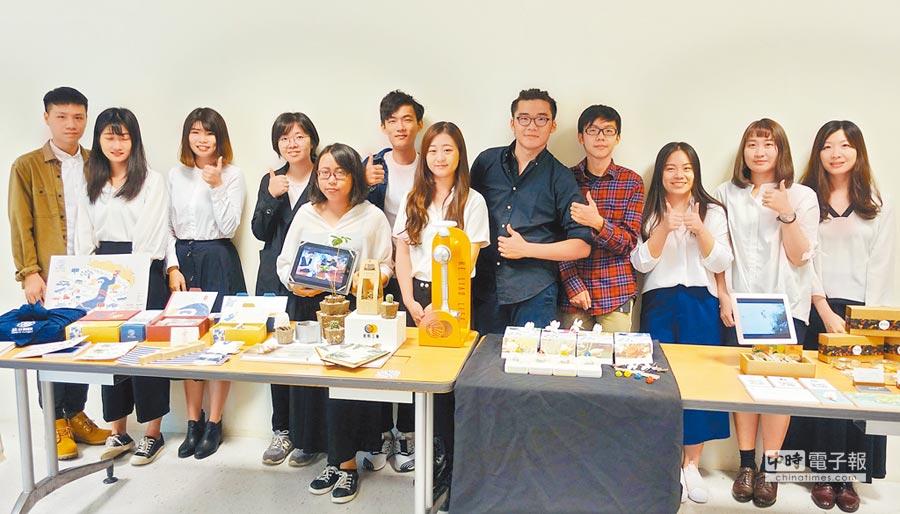 屏縣府藉由大學生團隊與社區合作,翻轉在地特色,也為台灣設計展在屏東暖身。(林和生翻攝)