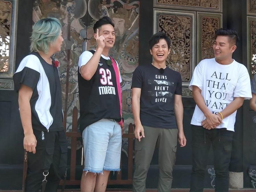 王仁甫(左起)、許孟哲、孫協志主持《飢餓遊戲》,邀請謝承均一起錄影。(圖片提供:中視)