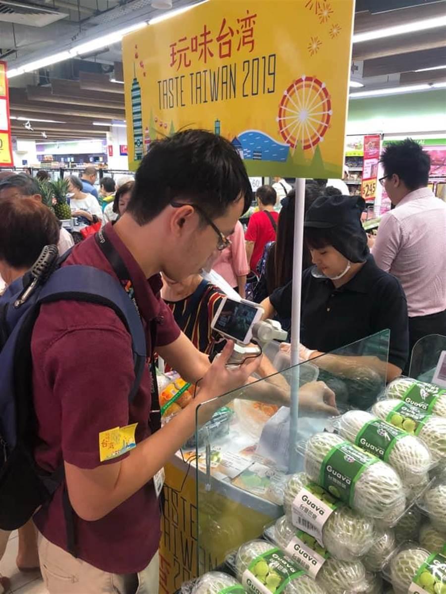 吳芳銘表示,高雄農產外銷1.67億。(圖/吳芳銘臉書)