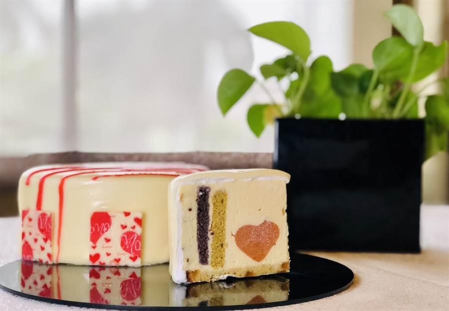 翰品酒店母親節蛋糕「母愛心之語」,以紫米、紅藜米、金針花為蛋糕體,加上芒果、洛神花、草莓等花蓮在地食材,象徵著母親對孩子的愛。(張祈翻攝)