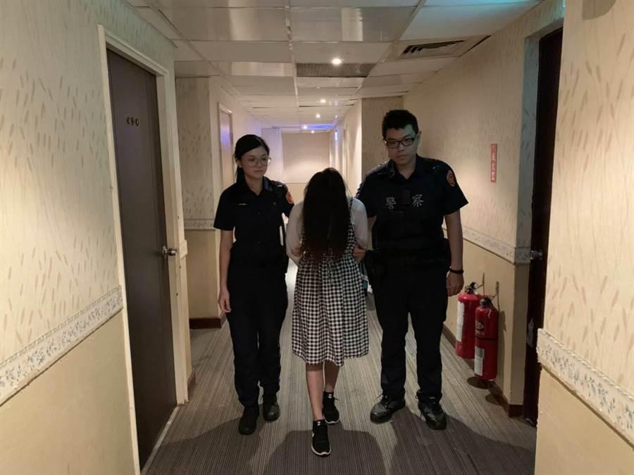 桃園警分局查獲泰籍女子來台賣淫。(甘嘉雯翻攝)