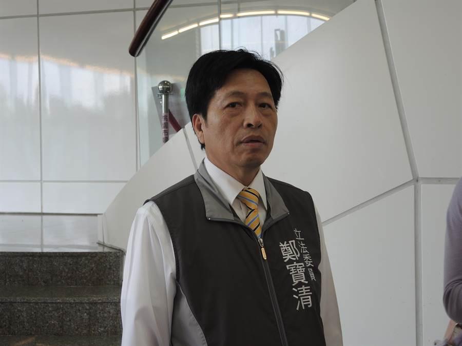 民進黨立法委員鄭寶清說自己盡洪荒之力建設桃園。(邱立雅攝)