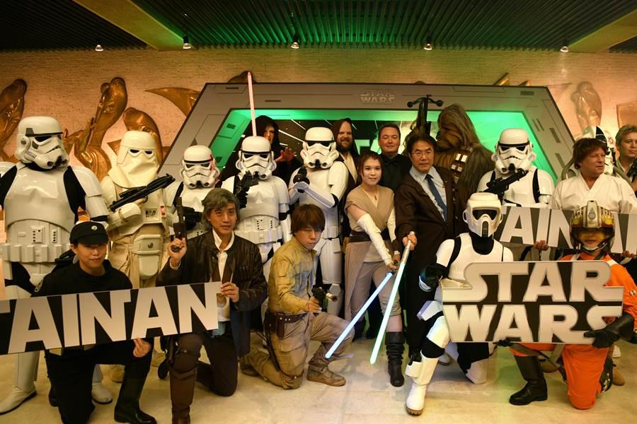 台南市文化中心今天下午舉行《星際大戰五部曲:帝國大反擊》電影交響音樂會,也同步舉辦一連串活動歡迎大家同遊台南,共度國際星戰日。(台南市文化局提供)