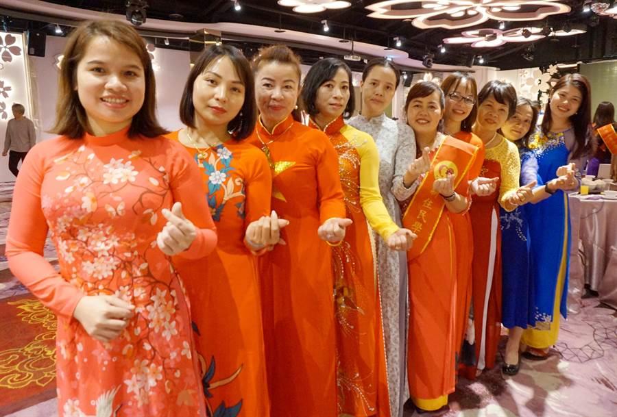 新住民在台灣愈來愈多,也融入台灣生活,桃園市新移民女性關懷協會4日舉行表揚活動。(甘嘉雯攝)