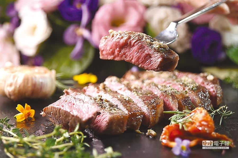 法比歐用Josper煙燻爐烤的〈肋眼牛排〉別有口感,在義式香料助陣下,風味與美式牛排大不同。圖/姚舜