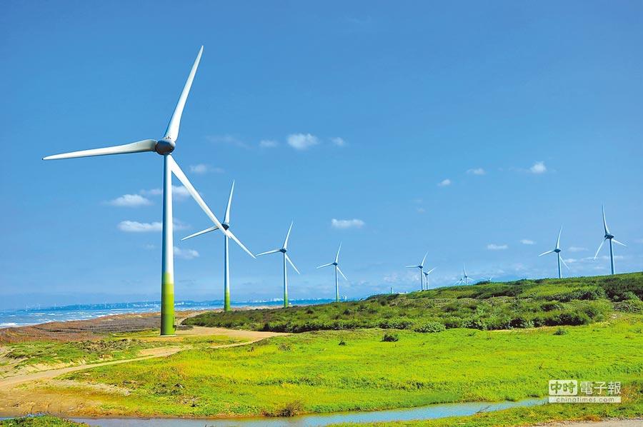 蘋果等國際大廠要求供應鏈使用100%綠電,台積電抱怨買不到綠電,經濟部要求台電檢討轉換合約。圖為苗栗的陸上風電站。(達德能源提供)