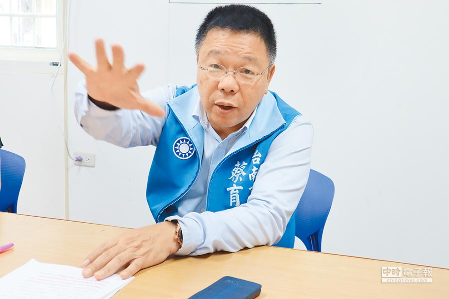 台南市議員蔡育輝積極評估參加國民黨台南第1選區立委初選,5月底前會宣布答案。(劉秀芬攝)