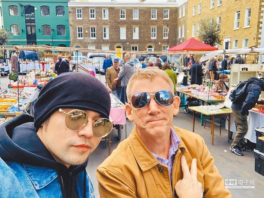周杰倫(左)和昆凌的爸爸互動不錯。(取材自IG)