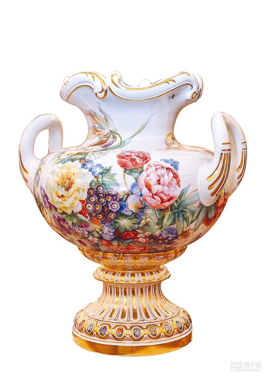 麥森百花盛宴花瓶,巴洛克風格描繪麥森花園,價格店洽。(盧禕祺攝)