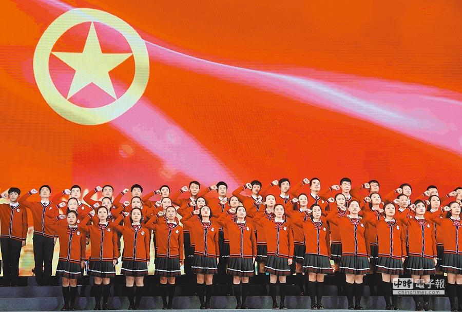 4月29日,上海市松江二中的學生合唱《光榮啊,中國青年團》。(新華社)