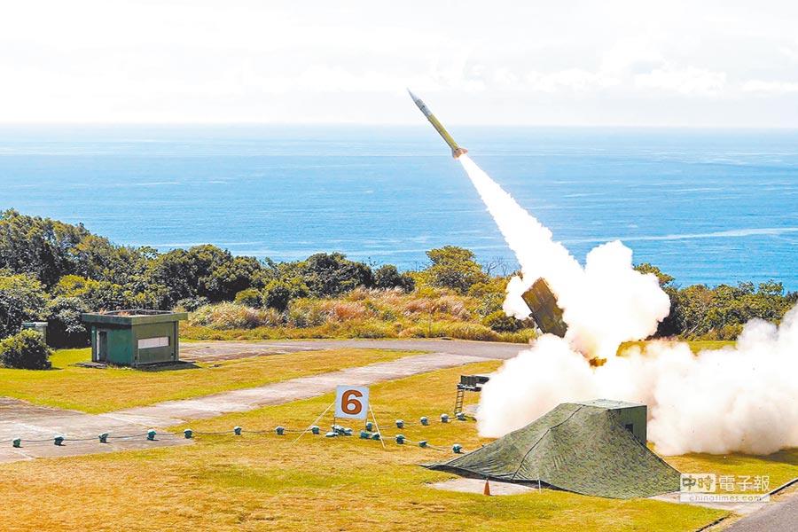 2018年6月5日漢光演習中,國軍在屏東九鵬基地進行愛國者二型飛彈實彈射擊。(國防部提供,本報系資料照片)