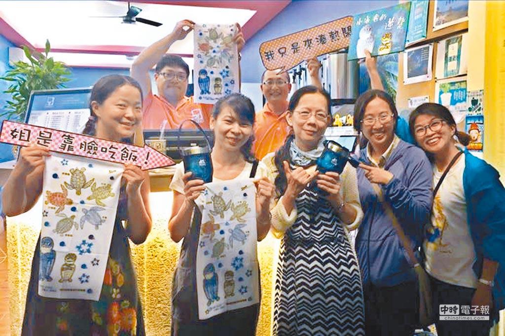 小琉球推動無塑低碳島計畫,已有19家飲料店共同推動不鏽鋼杯共享裝飲料,大幅降低塑膠杯的使用。(翻攝自琉行杯共享行動臉書)