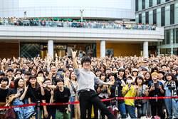 盧廣仲簽名會 「生命中最重要女人」驚喜現身!