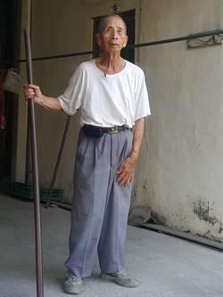 西螺七崁93歲老師父過世 師兄弟武術送最後一程