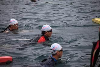 馬英九台東長泳 開玩笑「不能游得比我快」